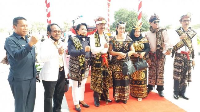 Bupati Sabu Raijua bersama perwakilan DPRD Kab. Sabu Raijua - Dirgahayu RI 75